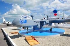 陈列它的多角色介质高度长的耐力(男性)苍鹭UAV的IAI在新加坡Airshow 2012年 免版税库存照片