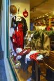 陈列室与高山衣物的礼品店 免版税库存照片
