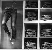 陈列窗jeanswear 牛仔裤商店 布鲁塞尔,比利时, 2 4月19日, 免版税库存图片