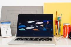 陈列苹果电脑的网站, iphone 7个辅助部件, 库存图片