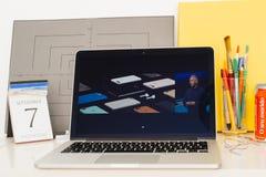 陈列苹果电脑的网站, iphone 7个辅助部件, 免版税图库摄影