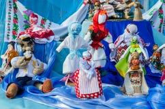 陈列薄煎饼玩偶在Shrovetide的戈梅利 免版税库存照片