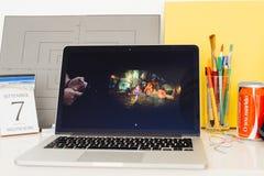 陈列A10融合芯片的苹果电脑网站 免版税库存照片