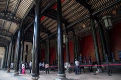 陈家祠,一个著名旅游胜地在广东,中国,是第三个大厅、承重专栏和屋顶结构  免版税库存图片