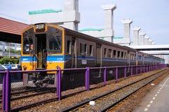陈述泰国SRT蓝色柴油电车机车铁路停放在Donmuang火车站 免版税图库摄影