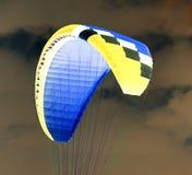 降伞天空 反向 免版税库存照片