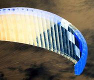 降伞天空 反向 库存照片