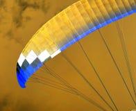 降伞天空 反向 图库摄影