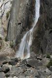 降低优胜美地瀑布加利福尼亚 库存图片