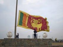 降低国旗仪式在晚上 斯里兰卡,科伦坡 免版税图库摄影