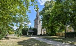 降低屠杀, COTSWOLDS,格洛斯特郡,英国Cotswold石头村庄在夏天下午阳光下 免版税图库摄影