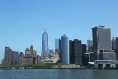 降低曼哈顿和财政区地平线全景 免版税库存图片