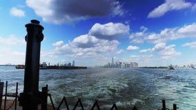 降低曼哈顿地平线如被看见从史泰登岛渡轮 影视素材