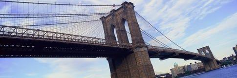 降低曼哈顿的East河和布鲁克林大桥全景,纽约, NY 库存图片