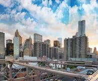 降低曼哈顿从布鲁克林大桥的日落地平线 免版税库存照片