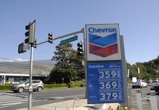 降低汽油价格 库存照片