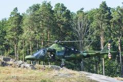 降低瑞典军用的直升机 免版税库存图片