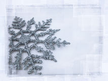 降低的雪花 向量例证