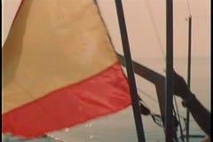 降低英国海军旗子和升西班牙旗 股票录像