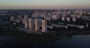 降低街市有都市风景日落视图 4k 4096 x 2160映象点 股票录像