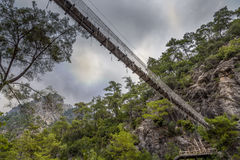 降低绳索吊桥看法  图库摄影
