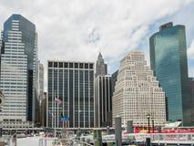 降低从码头11的曼哈顿地平线在East河 免版税库存图片