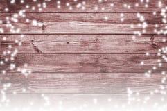 降雪和老委员会 积雪的圣诞节背景 免版税库存照片