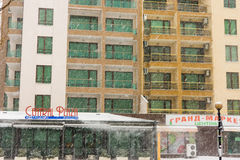 降雪在保加利亚波摩莱,在冬天 库存照片