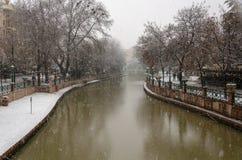 降雪在城市 免版税库存照片