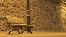 降雪的夜长凳 影视素材