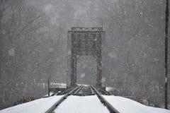 降雪的路轨 图库摄影