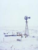 降雪的风车 免版税库存图片