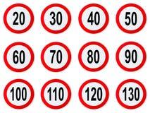 限速标志-套圈子限速签字与圆红色的边界 库存照片