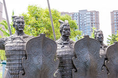 陕西,中国- 2015年6月06日:战士雕象坟茔的  库存照片