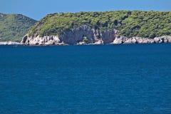陡峭亚得里亚海的银行克罗地亚海岛&# 免版税库存照片