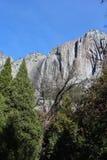 陡峭的山腰优胜美地国家公园 库存照片