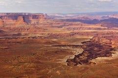陡峭的峡谷鸟瞰图从高mesa,峡谷地国家公园,犹他,美国的顶端 免版税库存图片