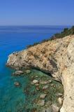 陡峭的海岸和大海 库存图片