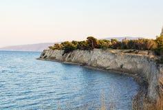 陡峭的海岸海 免版税库存照片
