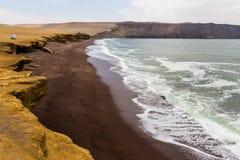 陡峭的海岸 免版税库存照片