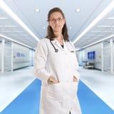 医院的严肃的女性医生 免版税库存图片