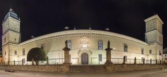 医院de圣地亚哥在晚上,宇部,哈恩省,西班牙 免版税库存图片