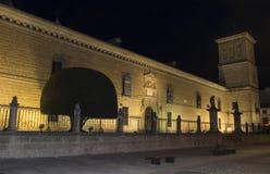 医院de圣地亚哥在晚上,宇部,哈恩省,西班牙 免版税库存照片