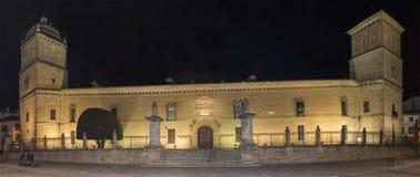医院de圣地亚哥在晚上,宇部,哈恩省,西班牙 图库摄影