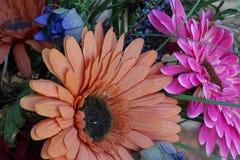 除芯庭院的花美丽的布料花束  免版税图库摄影