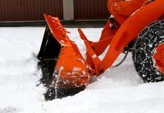 除雪机在清除从雪的路的工作 免版税库存图片