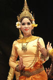 除吴哥寺庙,柬埔寨以外的使用的孩子 免版税库存照片