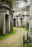 陵墓在公墓- 3 免版税库存照片