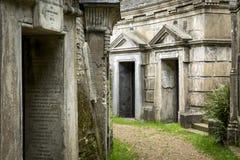 陵墓在公墓- 4 库存照片