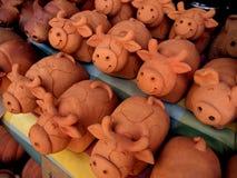 陶器母牛是微笑 免版税图库摄影